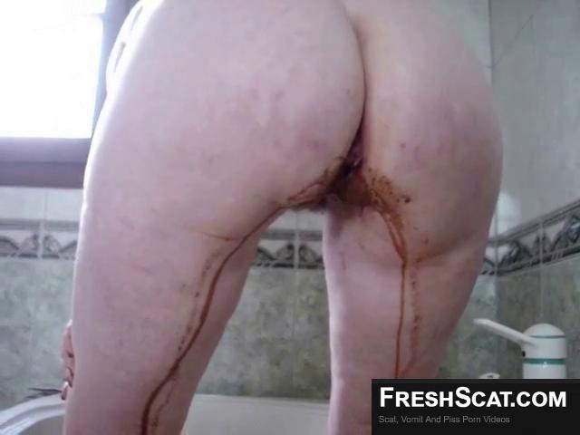 Chubby Woman Has Nice Warm Enema On Live Scat Cam