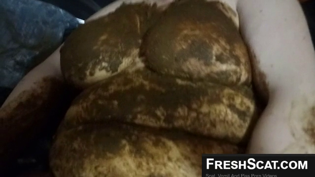 Fat Girl Covered In Shit As She Masturbates On Webcam