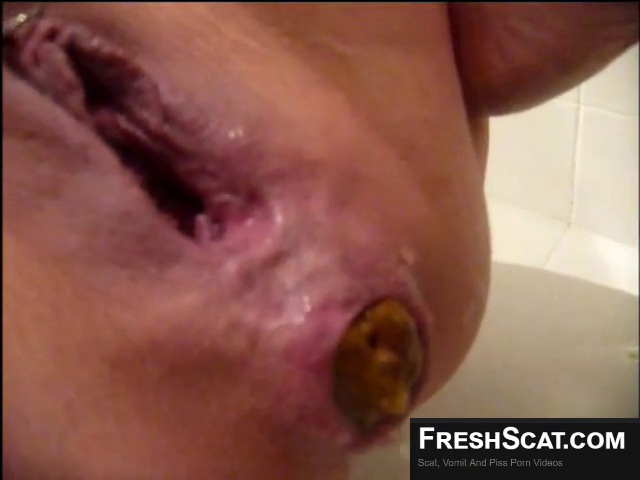 Girl With Gaping Pussy Gives Birth To A Solid Turd Live On Scat Cam