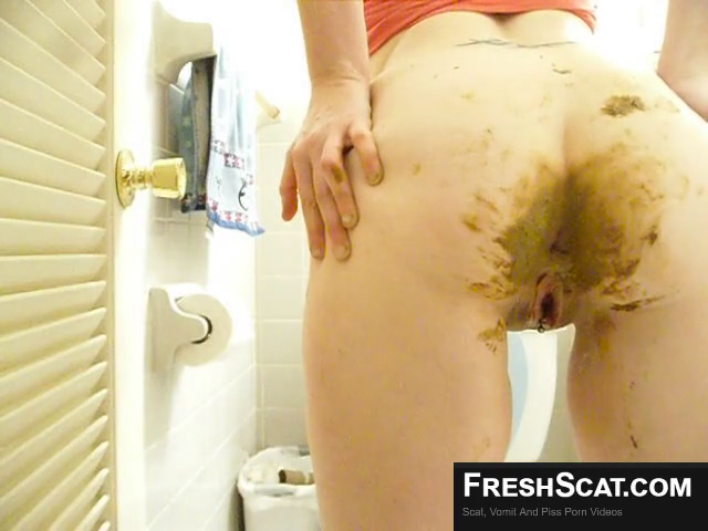 Showing Off Her Nicely Coated Shit Covered Ass On Live Scat Cam